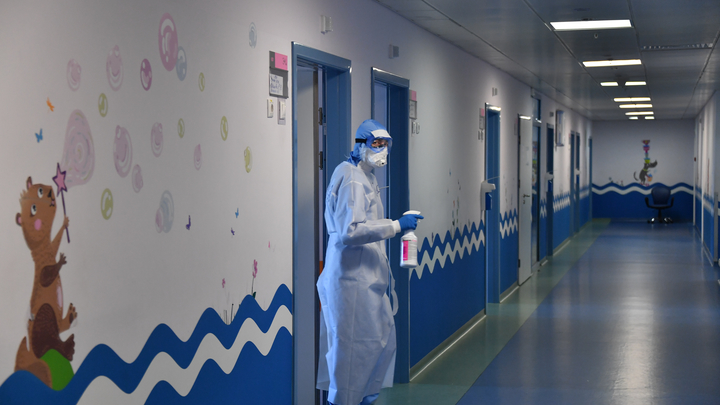 Коронавирус в Новосибирске: Шесть смертей, больные учителя и нехватка медиков