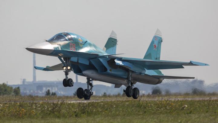 На сверхзвуке в стратосферу: Российские Су-34 показали высший пилотаж