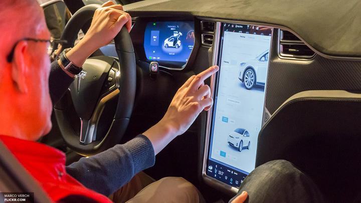 В Tesla назвали причину массового отзыва Model S и Model X