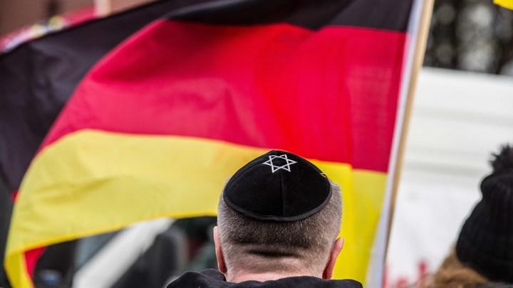 Германия капитулирует перед антисемитизмом: Немецким евреям в целях безопасности посоветовали отказаться от кипы
