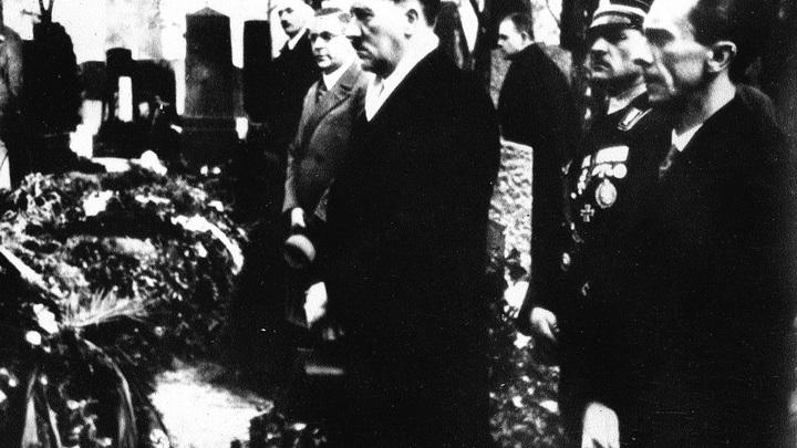 О чем не стали говорить ФБР в истории о бегстве Гитлера? Эксперт о выкупе за голову фашиста по цене секретного оружия