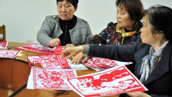 Китайских чиновников научат милосердию визитами к пенсионерам