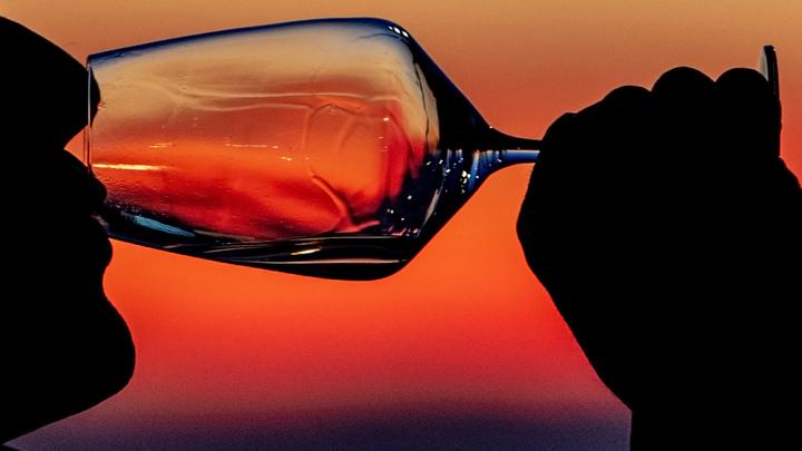 Вино может предупредить сердечный приступ? История уставшей мамы из Англии
