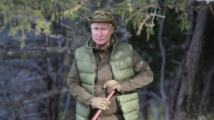 А Шойгу сэкономил: В Сети бросились считать стоимость наряда Путина в Сибири