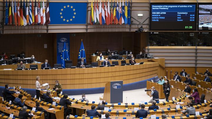 Жаркая дискуссия глав ЕС затянулась, саммита не хватило: Переговоры по антикризисному фонду продлены