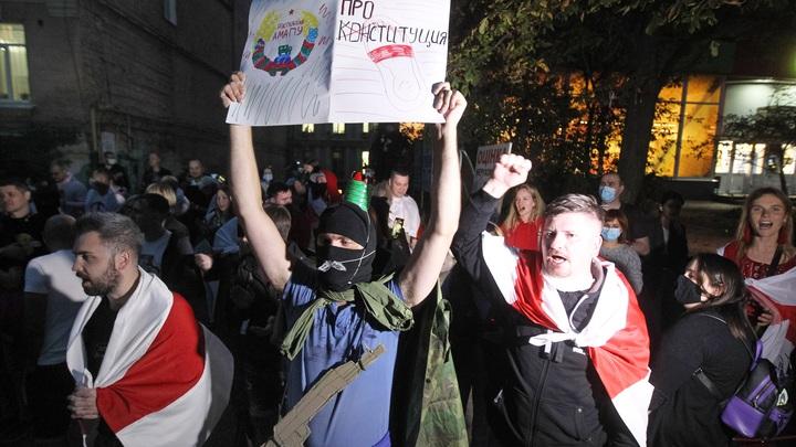 Оппозиция Белоруссии лепит сакральную жертву? К площади перемен стекаются люди