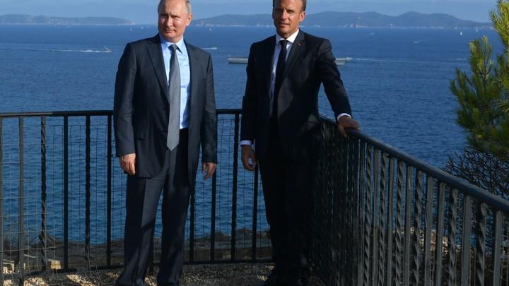 Из-за оплошности с Путиным и Макроном чуть не произошёл политический скандал