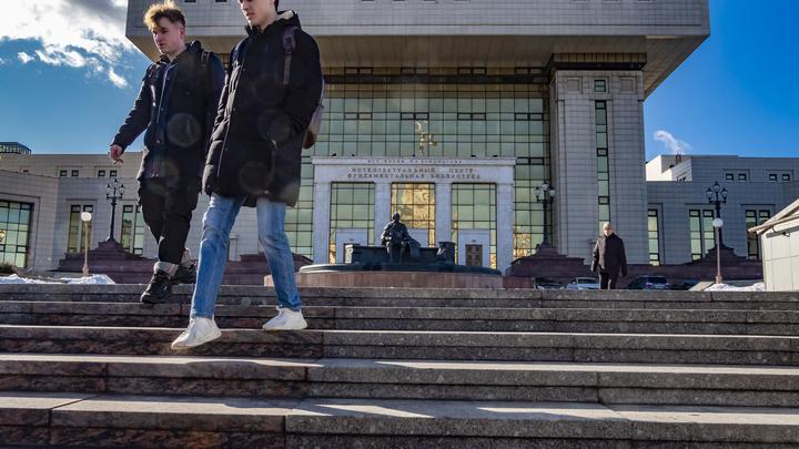 Пустят ли иностранных студентов в Россию? В Минобрнауки отговорились проработкой