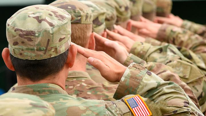 Кого будет защищать голодный американский солдат?