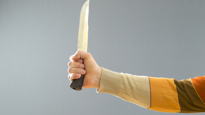 В Подмосковье сотрудник управляющей компании пырнул ножом двух коллег