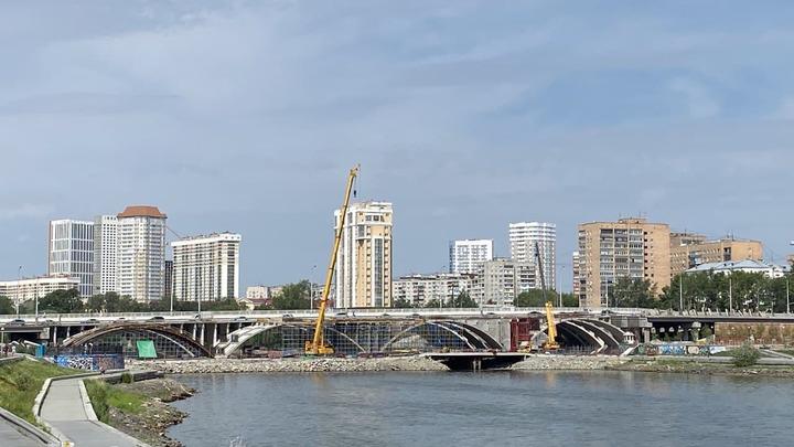 Макаровский мост в Екатеринбурге закрыт для движения на все выходные