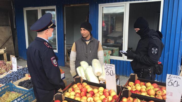 В Челябинской области наказали незаконных мигрантов на рынках