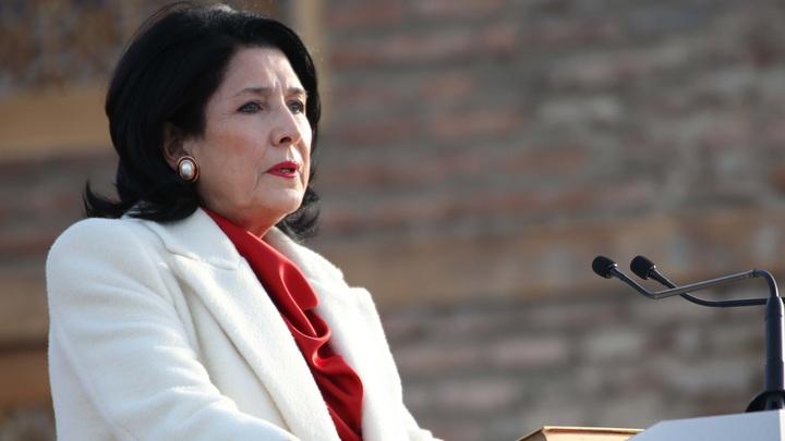 Гражданин другой страны, помолчите: Президент Грузии парировала Саакашвили