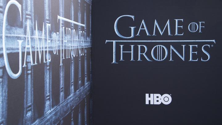 Режиссер Игры престолов экранизирует еще одну популярную книжную серию