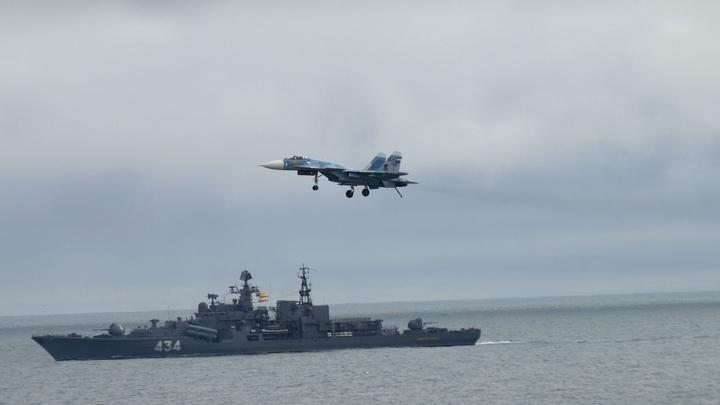 США приостановят все морские операции после столкновения эсминца с другим судном