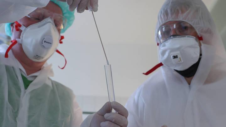 Получает пулю в грудь: Мясников объяснил, почему врачи умирают, несмотря на защитные костюмы