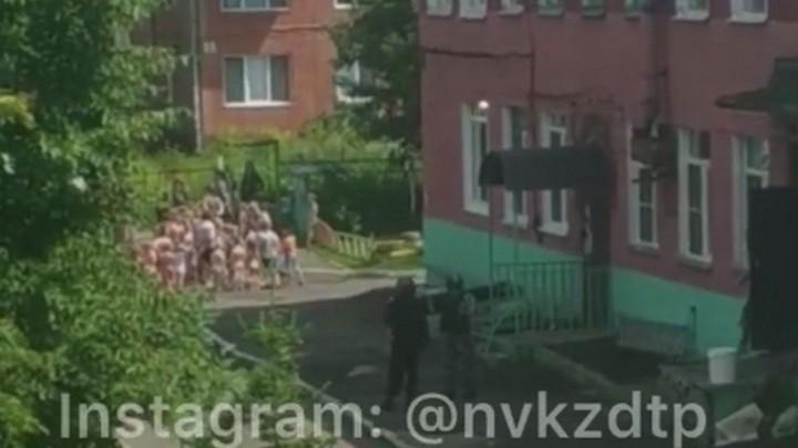 В Новокузнецке массово эвакуировали детские сады из-за угрозы взрыва