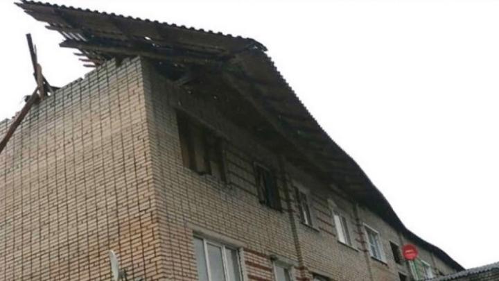 Во Владимирской области ураган сорвал крышу многоквартирного дома