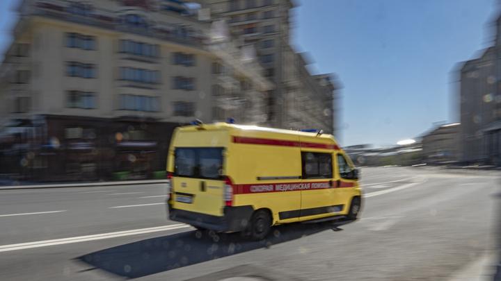Полыхает заправка, мимо едут машины: Очевидцы поделились странным видео из Краснодарского края