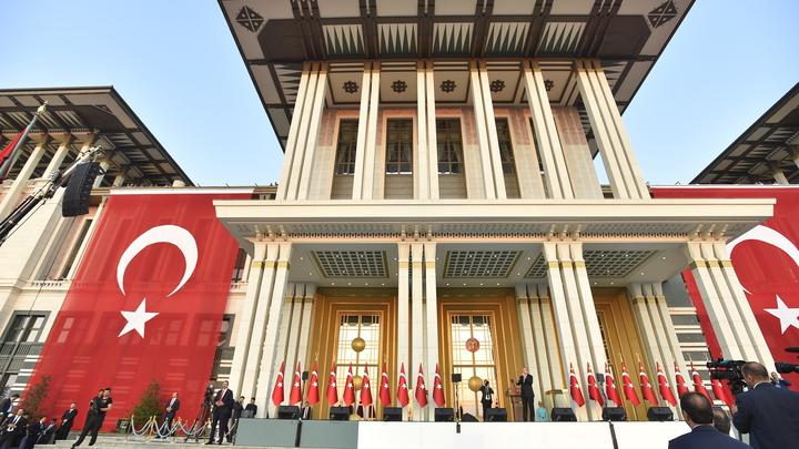 Турция выдала ордер на арест участвовавшего в попытке госпереворота агента ЦРУ