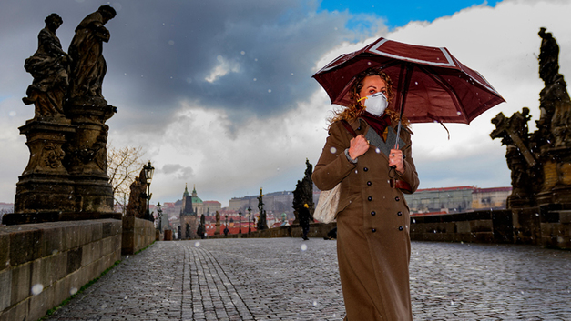 Коронадайджест: COVID-19 мешает шпионам США, Путин радуется пандемии