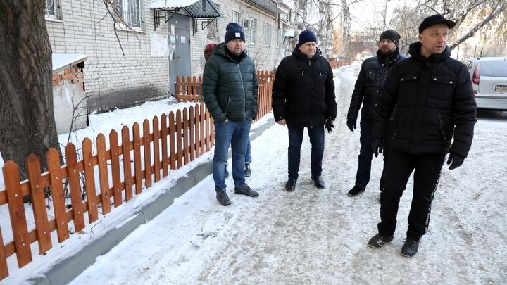 Власти хвалили работников ЖКХ за дворы и ругали подрядчика за школу в Кургане