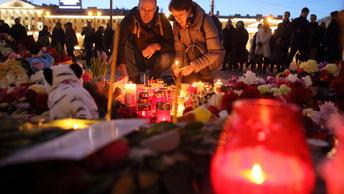 Жители Петербурга вспоминают погибших при взрыве в метро Технологический институт
