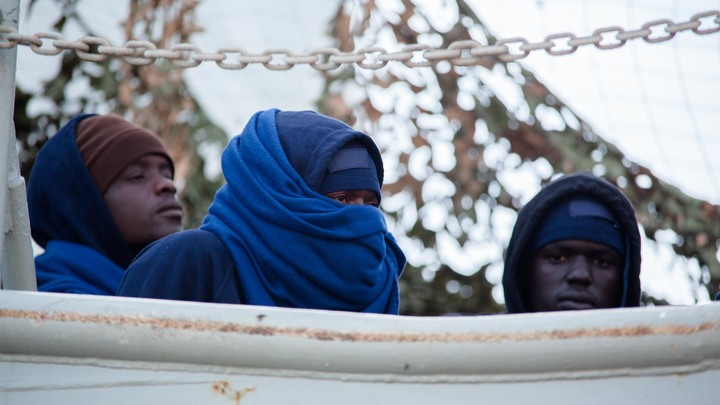 1 авиаудар, 2 армии, 40 погибших: В раздробленной Ливии совершили атаку на лагерь беженцев
