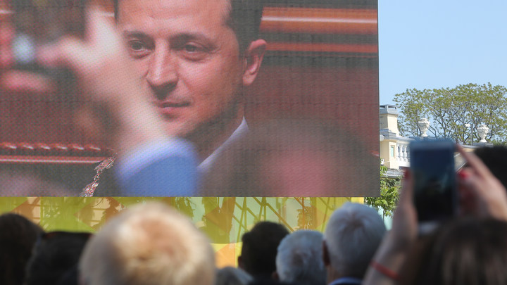 Провокация в Донбассе началась с форменной истерики Зеленского. Готовятся взять Крым?