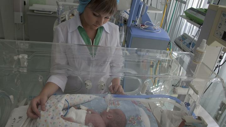 Младенец остался один на 4 дня после того, как многодетная мать доверила его своему судимому брату