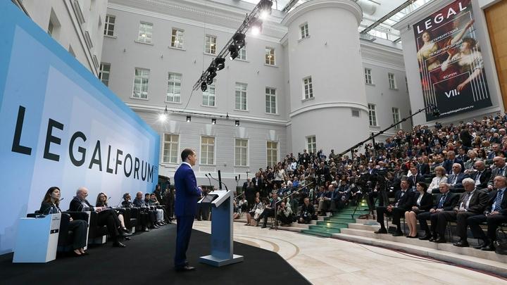 Петербургский юридический форум открылся в онлайн-формате