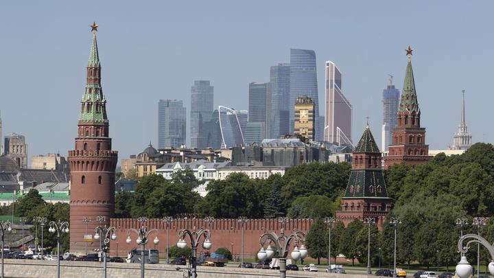 Нас оплёвывали: Политолог призвал громогласно заявить о преступлениях против России