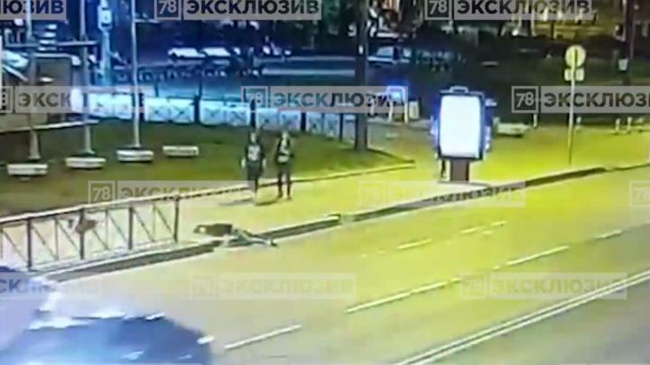 Появилось видео падения солиста Мариинского театра с электросамоката. Артист в коме