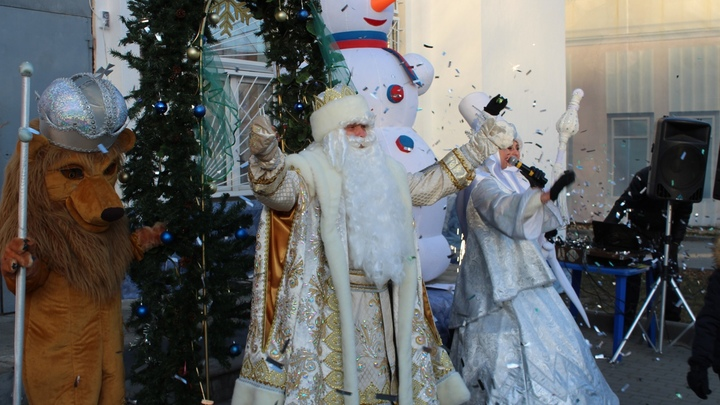 День рождения Деда Мороза во Владимире отметили без масок и социальной дистанции