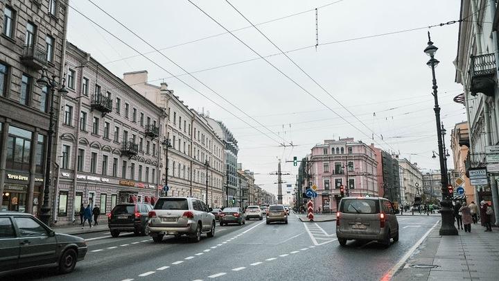 Автослесарь угнал машину клиента и пьяный катался на ней по Санкт-Петербургу