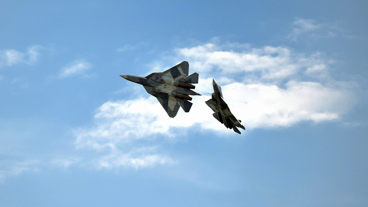 Американские эксперты посчитали, сколько секунд проживет F-22 в битве с Су-57