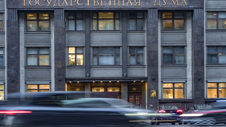 Госдума рассмотрит закон о запрете госчиновникам России иметь иностранное гражданство