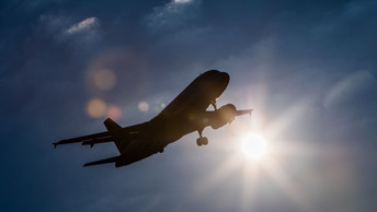 В аэропортах Москвы из-за непогоды задержано около 60 рейсов