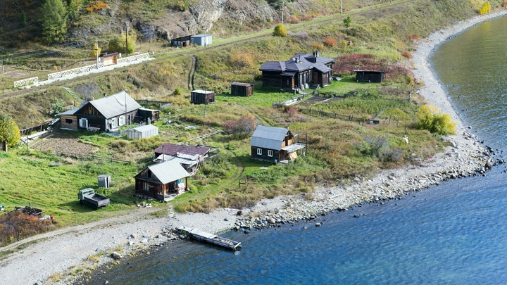 Следы пожара? Специалисты выясняют, откуда на Байкале взялась чёрная плёнка