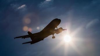 Самолет экстренно посадили из-за сообщения о бомбе