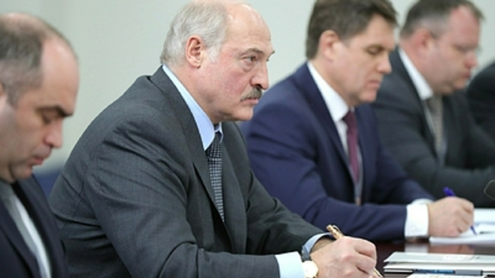 Запутанная история: После заявления Лукашенко и Коца о 33-х богатырях задали неудобные вопросы