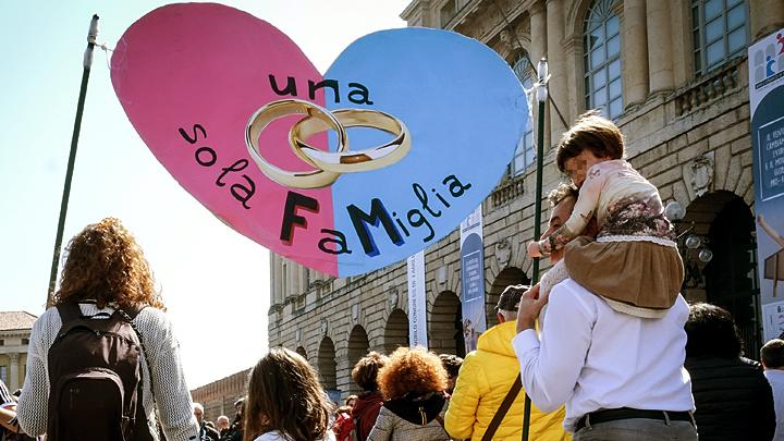 В городе Ромео и Джульетты встали на защиту традиционной семьи