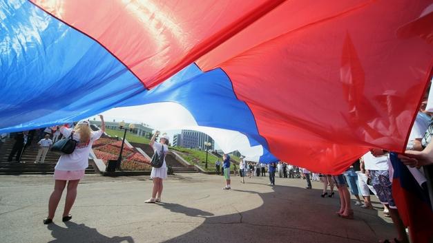 Оскорбил флаг? Пожизненное: Почему Россию ведут по спорному американскому пути