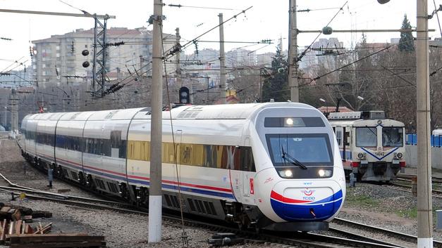 Смертельная авария с поездом в Турции могла произойти из-за размыва путей