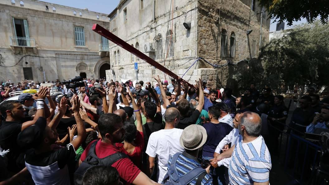 Полиция допустит на молитву к Храмовой горе только женщин и мужчин старше 50 лет