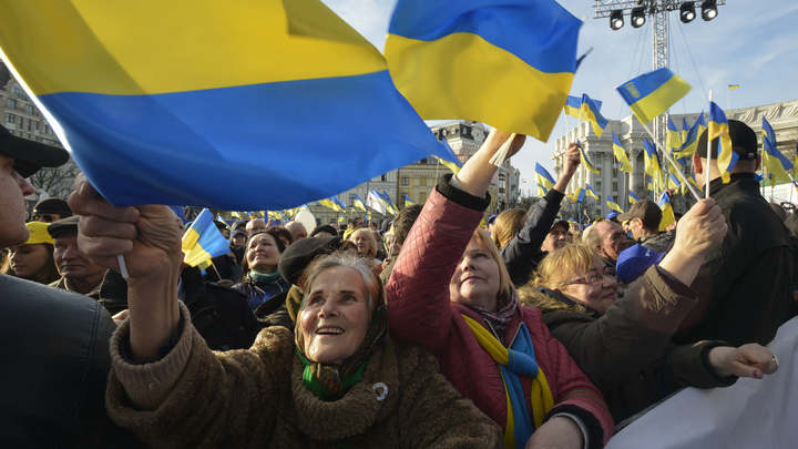 Палатки у ЦИК, алкорейтинг и Кличко в леггинсах: Как Украина выбирает президента