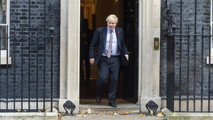 Джонсон начал борьбу за избирателей в Британии с атаки на коммунистов