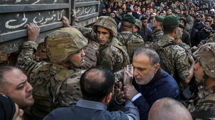 Подвергшееся газовой атаке российское посольство в Ливане пришлось взять под охрану