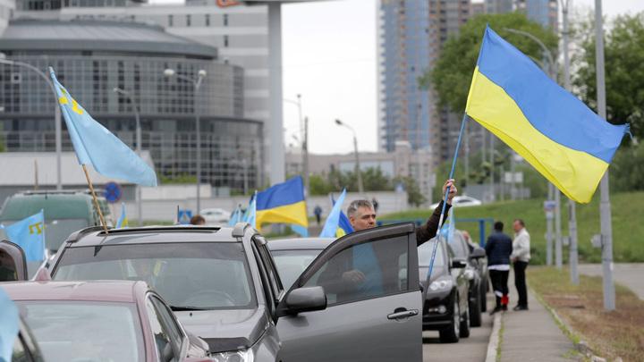 Битый в России украинский эксперт нападает на переехавших в Москву коллег