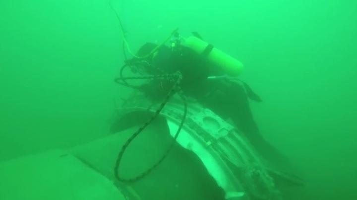 Водолазы подняли новые фрагменты тел погибших и фрагменты самолета Ту-154